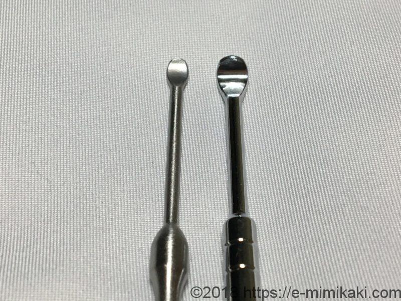 左:ステンレス製耳かき6本セット、右:100均の耳かき