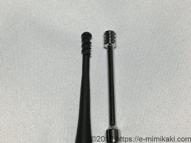 左:ミミスキット、右:100均の耳かき